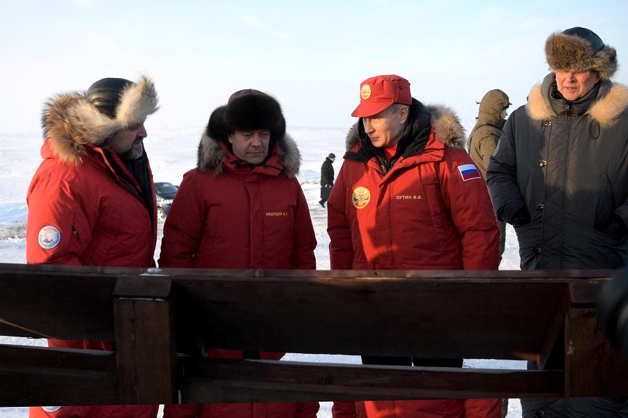 Двое в Арктике, Путин и Медведев. На что это похоже?