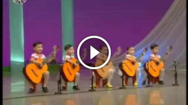 Дети-Корейцы играют «Мурку» на гитарах. Это супер круто!