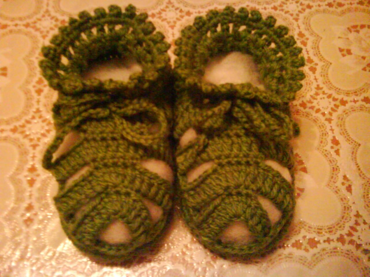 зеленые пинетки - сандали для мальчика