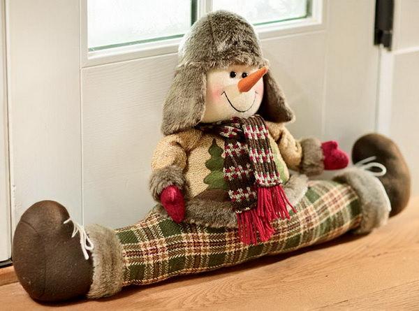 игрушка для защиты от сквозняков под дверь снеговик