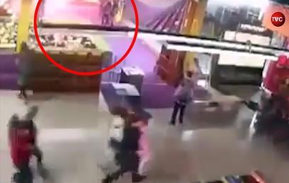 "Видео начала пожара в ТЦ ""Зимняя Вишня"" в Кемерове"