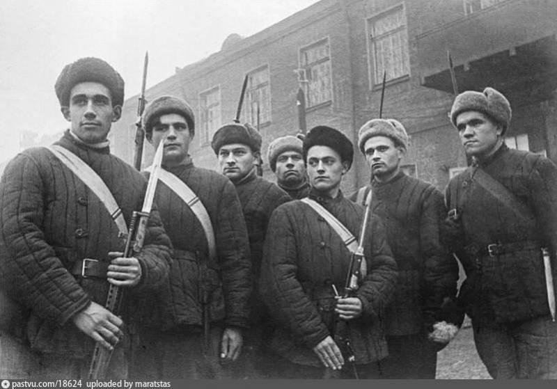 «Одна винтовка на троих»: народное ополчение и фольксштурм