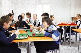 Чем кормят детей в саду и школе?