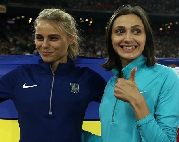 Украинская прыгунья завернула россиянку в свой флаг