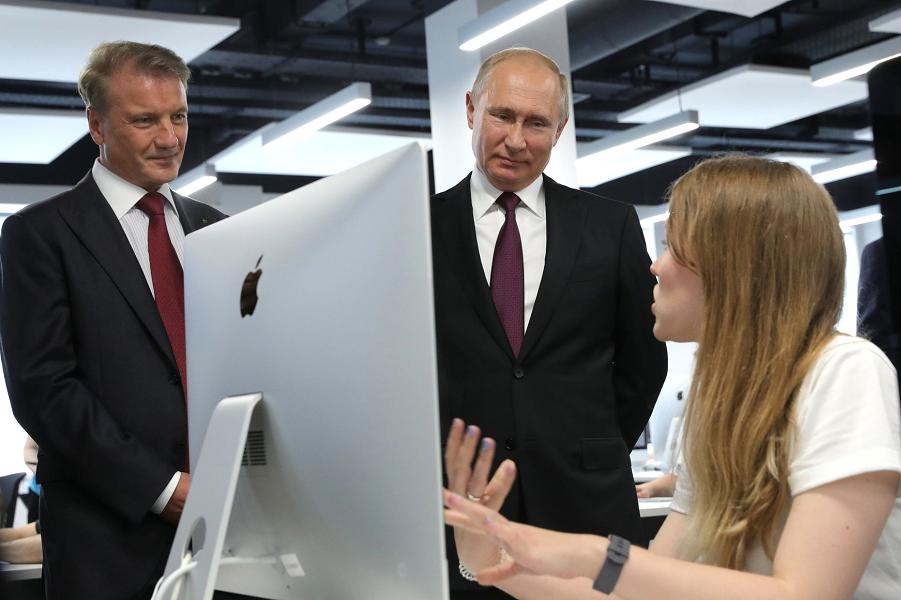 ВЦИОМ привел доверие к Путину в порядок. 72,2% поддержки - вот где правда!