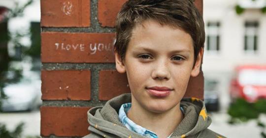 Поучительная история мальчика из бедной семьи, попавшего в частную школу. Обида наизнанку