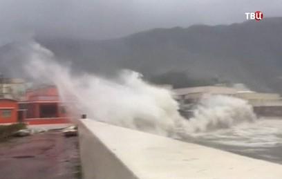 На Гонконг обрушился мощный тайфун
