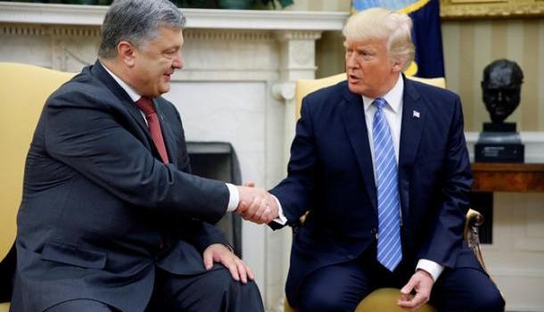 Сам Порошенко жал ему руку: «Встреча с Порошенко предоставит Трампу козыри», — Расмуссен