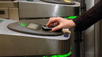 «Большая тройка» внедрит мобильную оплату покупок