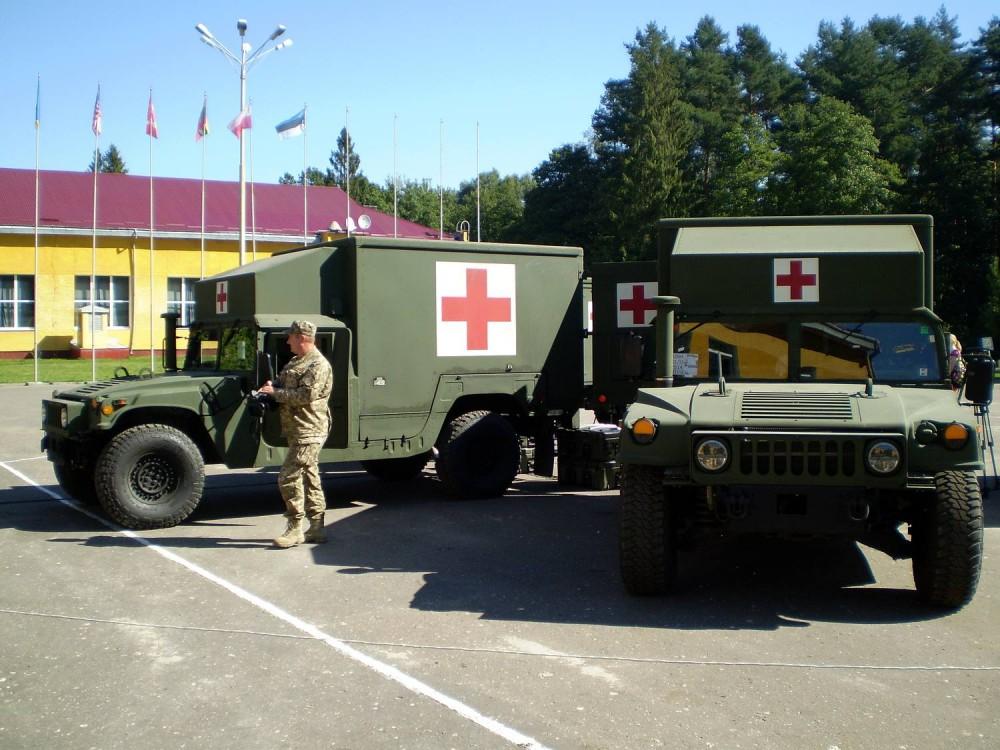 Украина получит еще 40 санитарных автомобилей M1152 HMMWV