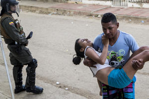 A teenage girl is brought to hospital in Carmen de …