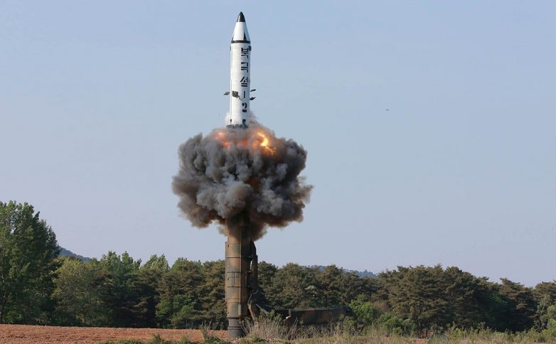 КНДР запустила несколько ракет в сторону Японии