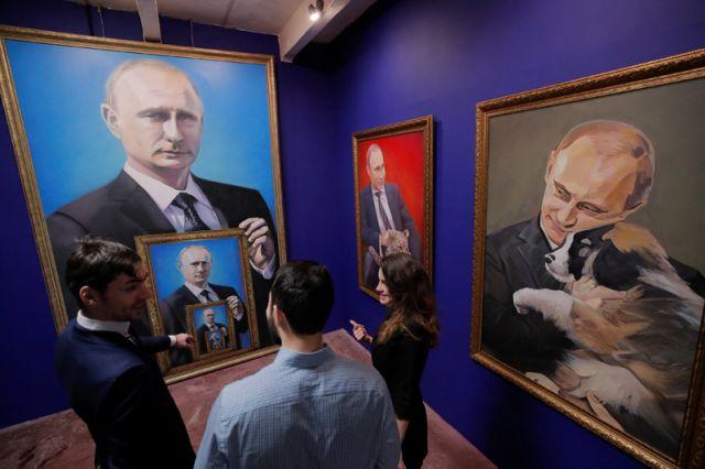 Выставка SuperPutin в Москве