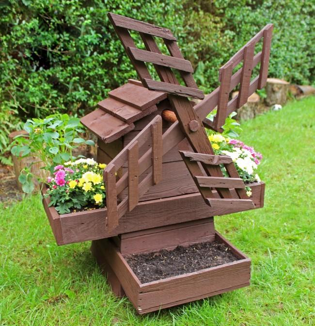 Одно из наиболее популярных у дачников изделий – мельница для сада своими руками сделанная из древесины