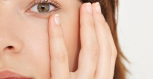 Отеки под глазами: причины