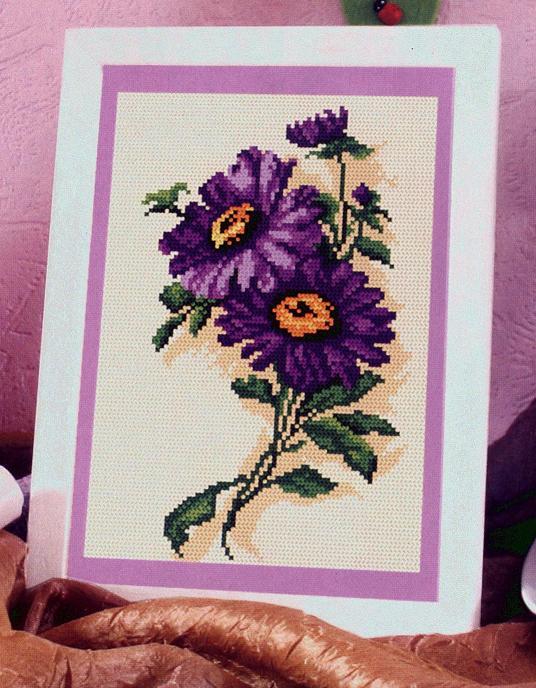 Панно с цветами в фиолетовых тонах