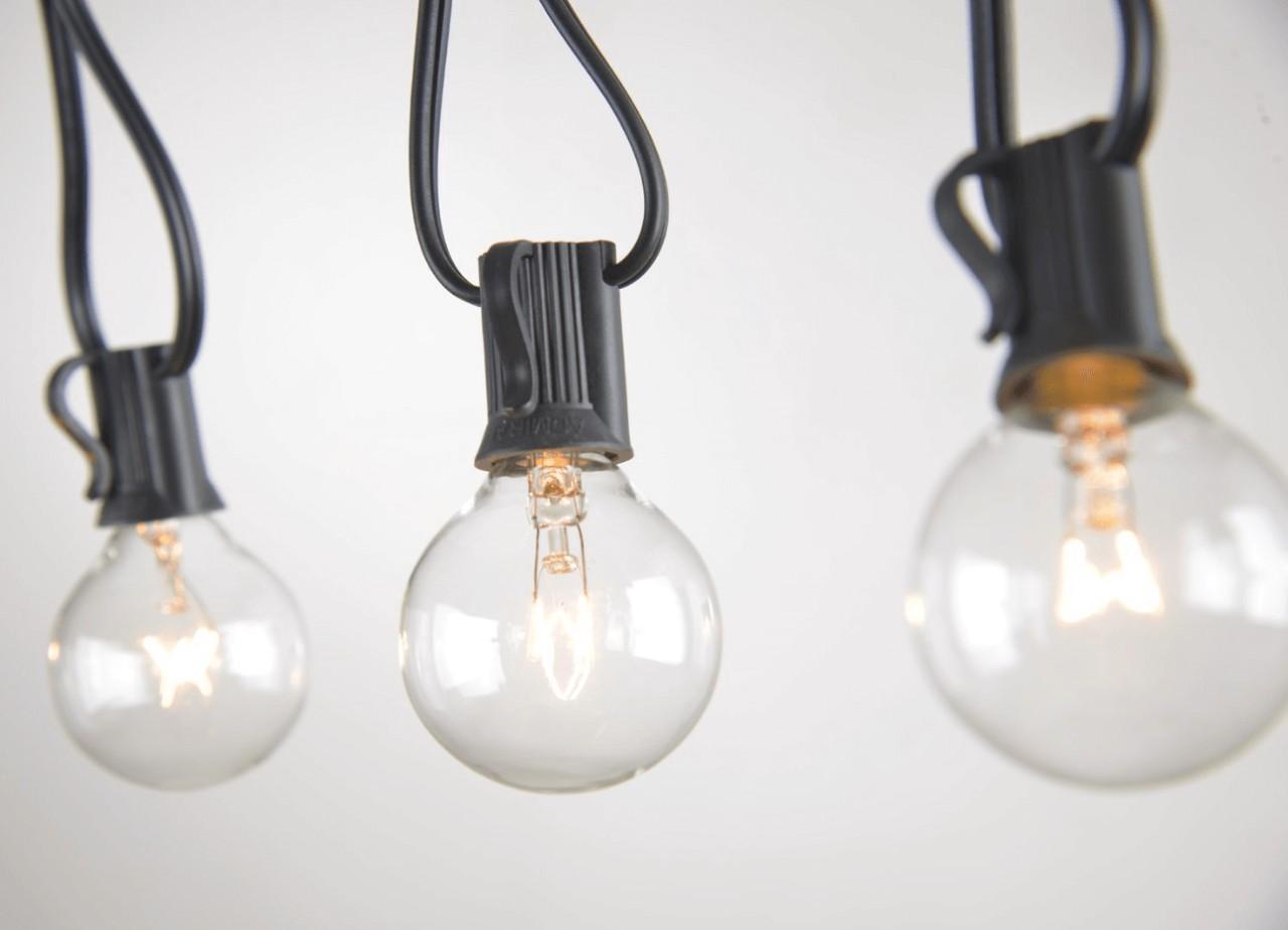 Необходимые предметы интерьера: уличные лампочки