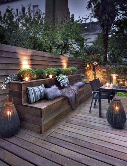 Уютный садовый диванчик.