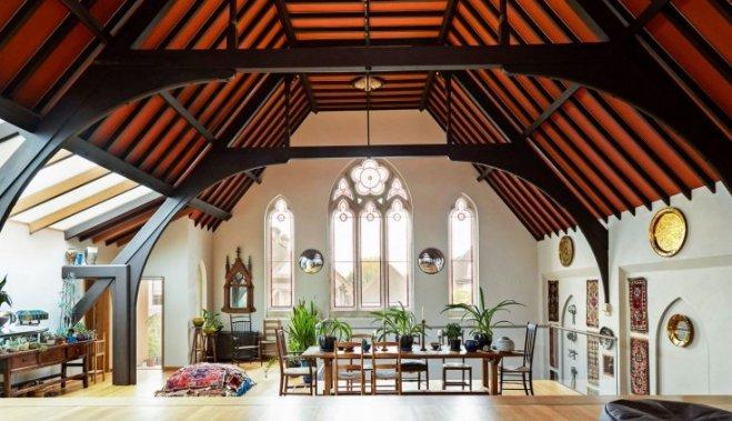 Бывшую церковь переделали во впечатляющий жилой дом