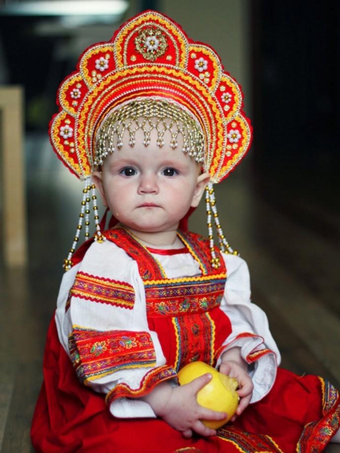 Русские на новый год в нарядах