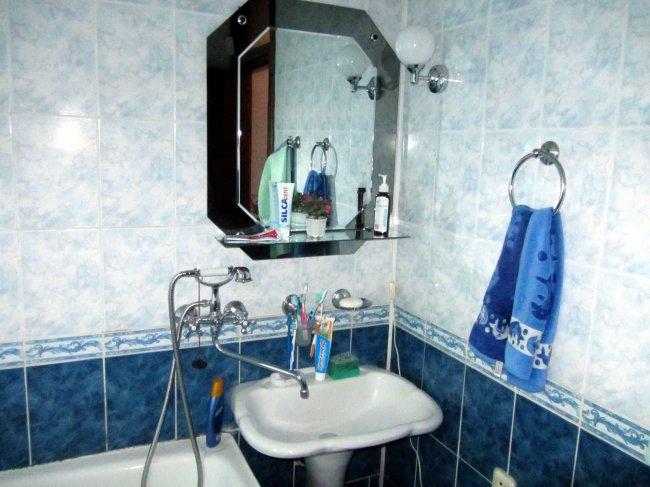 Необычная перепланировка - совмещение кухни 7,5 кв.м с ванной и туалетом (22 фото)