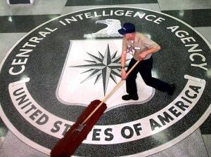 Вмешиваться в чужие выборы – это нормально: откровения экс-руководителя «российских операций» ЦРУ