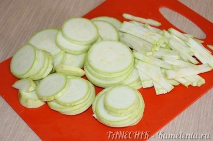 Приготовление рецепта Сочный салат с кабачком и капустой шаг 3