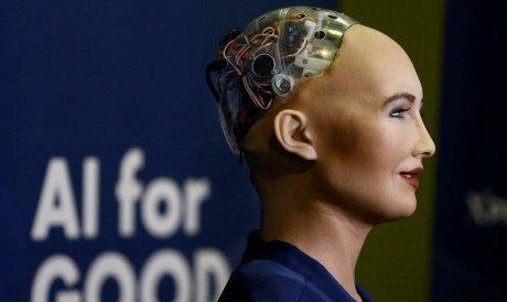 Первый в мире робот-гражданин София захотела стать умнее