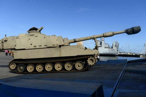 Европу накачивают оружием: вЕС везут тысячи танков игаубиц изСША