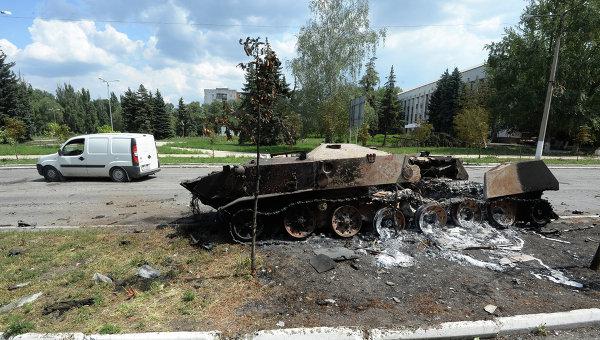 Разрушения в Шахтерске Донецкой области