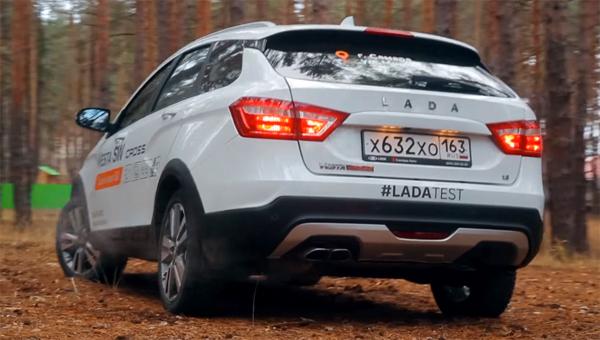 Универсал Lada Vesta SW Cross на лесных просёлках