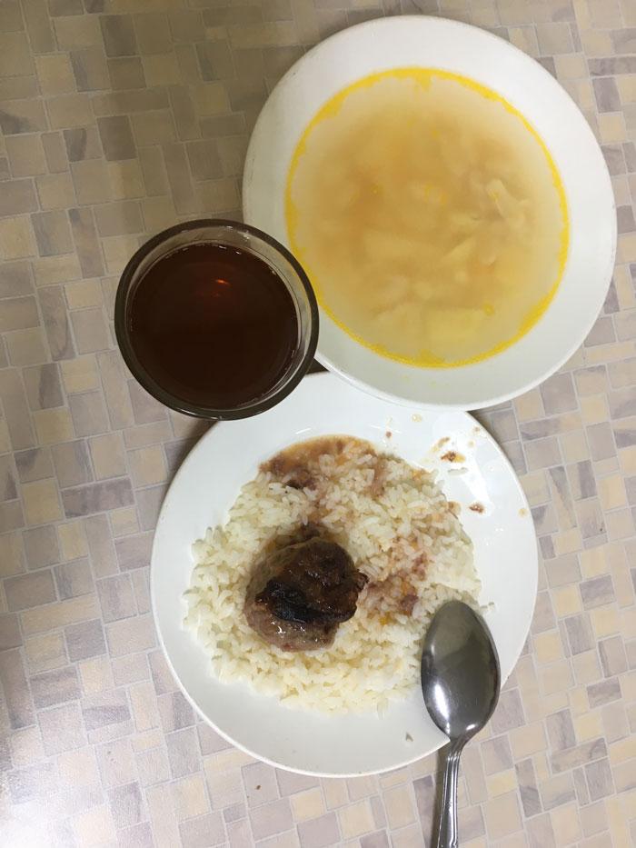 А это уже обычный обед тагильского школьника