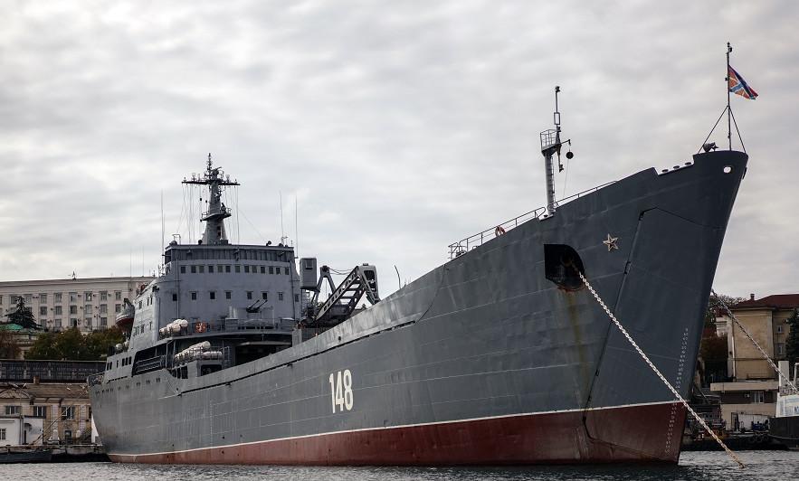 Большой десантный корабль ВМФ России вошел в Средиземное море
