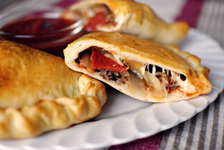 Кальцоне Блюда итальянской кухни блюда Италии