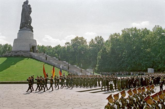 По главной улице с оркестром. Как Борис Ельцин опозорил Россию на весь свет