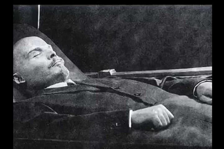 Ленин погребён в соотв. с ФЗ №8 «О погребении и похоронном деле» от 12.01.1996
