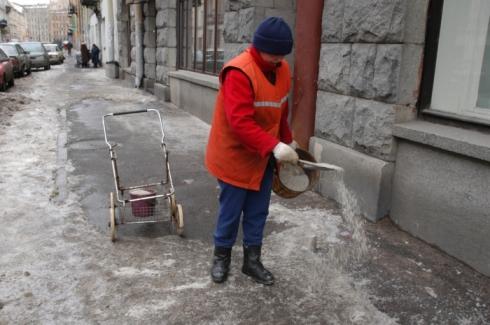Как сыпать соль на дорогу