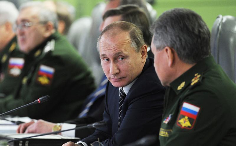 Запад в недоумении: Зачем Путин призывает россиян готовиться к войне