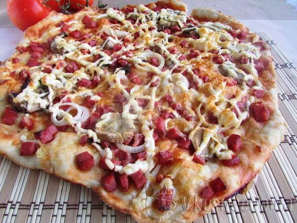 Пицца рецепт в домашних условиях с грибами колбасой и сыром в духовке рецепт