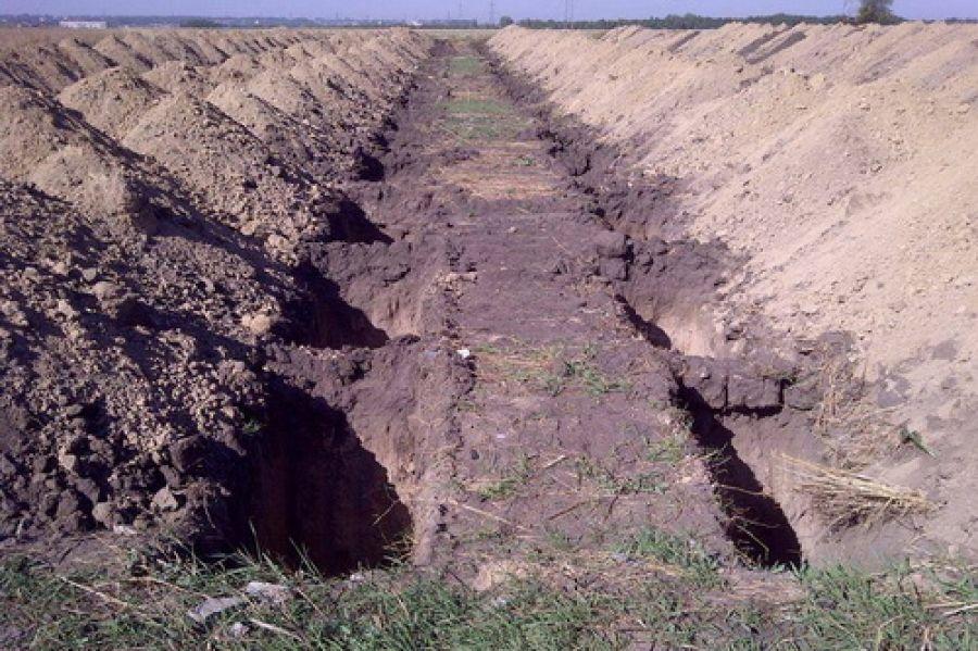 Аншлаг на Краснопольском кладбище Днепропетровска: украинских солдат хоронят траншейным способом