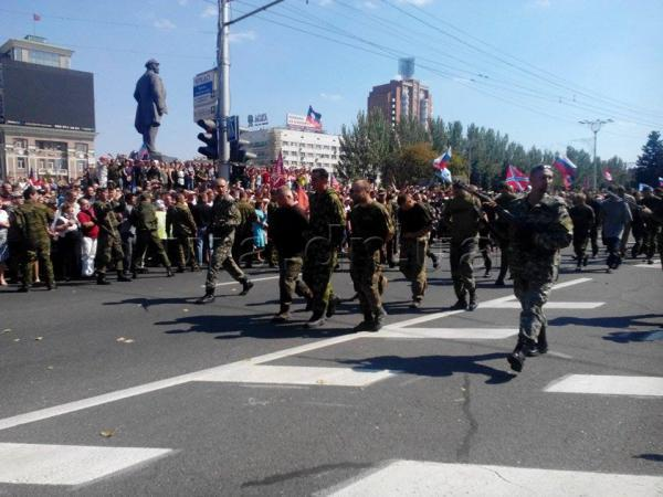 Пленных гонят по Донецку Original