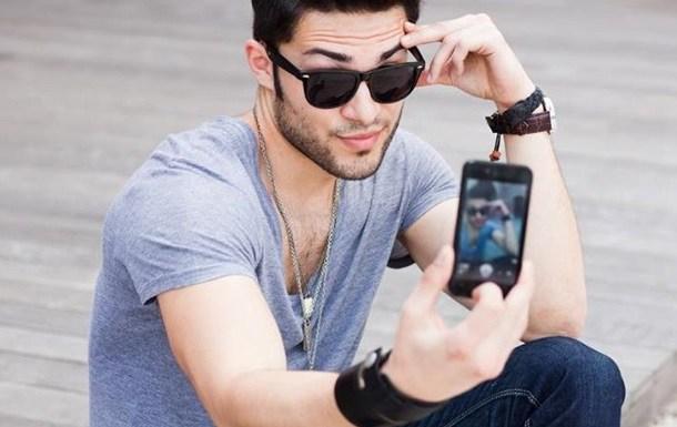 Если он делает эти 7 вещей на своем телефоне, тебе не стоит ему доверять