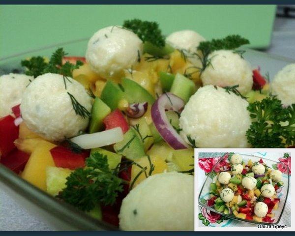Салат овощной с сырными шариками