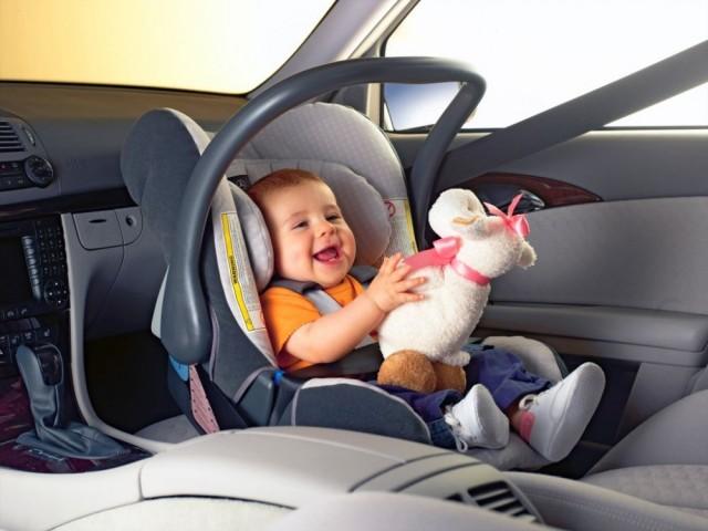 С 1 января 2017 года изменятся правила провоза детей в автомобиле