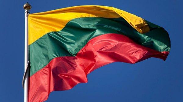 Хотим больше батальонов: Грибаускайте наградила Меркель высшей государственной наградой Литвы