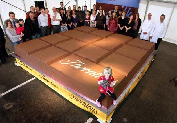 www.digitalspy.co_.uk-618_odd_worlds_largest_chocolate_bar
