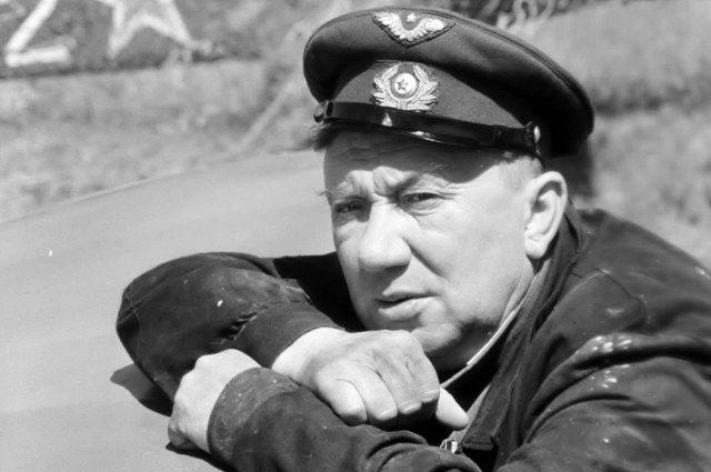 Алексей Смирнов в картине «В бой идут одни «старики».