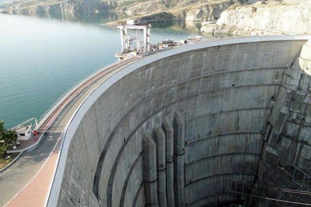 Украина построила дамбу, чтобы перекрыть подачу воды в Крым