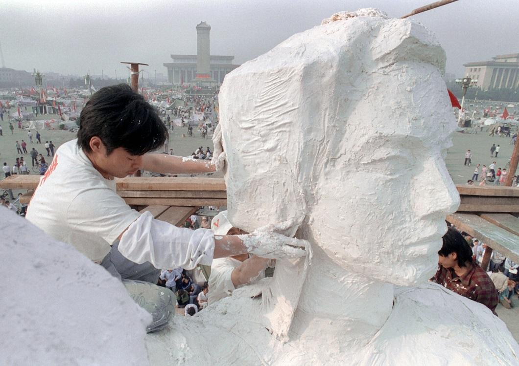 Tiananmen Square 12 Расстрел демонстрантов на площади Тяньаньмэнь 25 лет назад