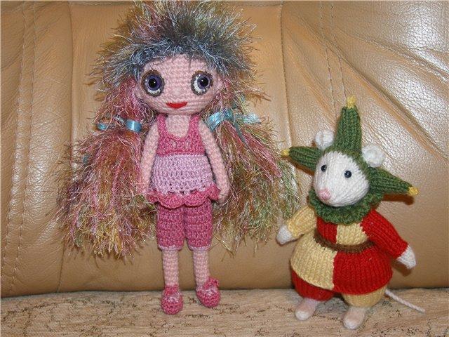 Я новенькая))) Решила показать своих вязанных кукол.